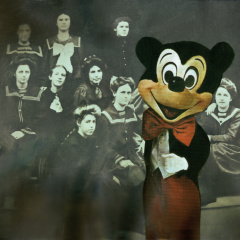 Mr.-Mickey-z-cyklu-Střet-kultur-IV.-koláž-60-x-40-cm-2002